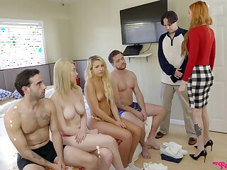 Carmen Caliente and Gia love like to fuck draw up on the couch