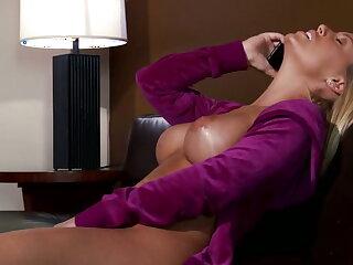 Nicole Aniston likes it chunky
